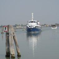 Imbarcazione sulla laguna