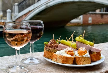 cicchetti e vino carnevale veneziano v
