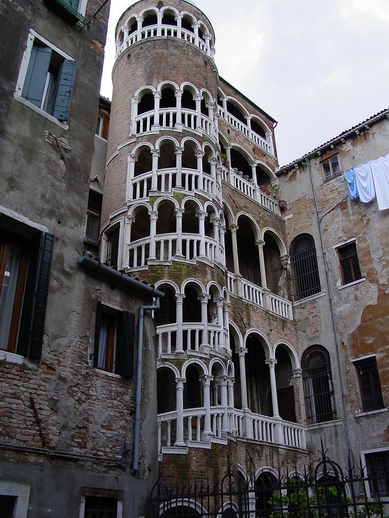Cosa visitare a Venezia scala a chiocciola di Palazzo Contarini Bovolo