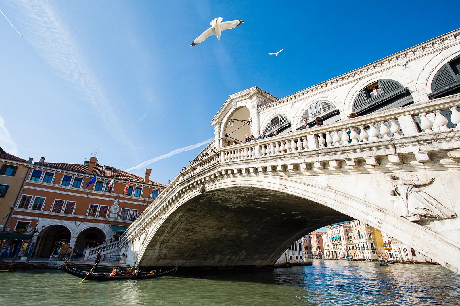 Cosa visitare a Venezia ponte di Rialto di giorno