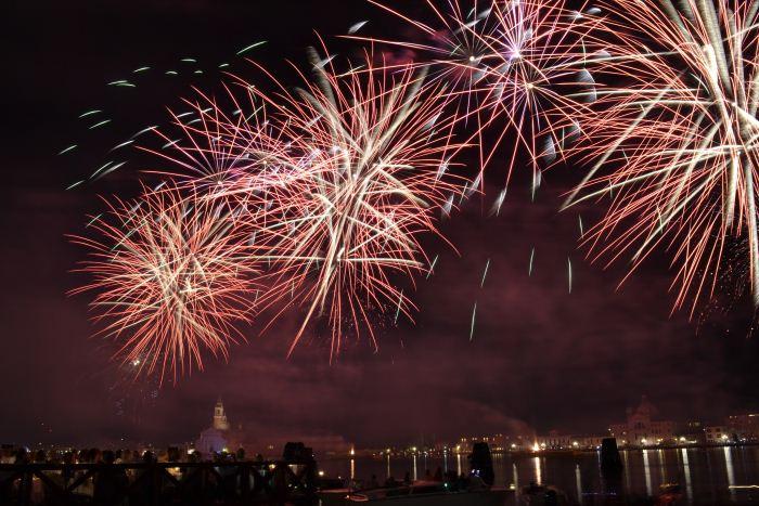 fuochi-d'artificio-spettacolo-pirotecnico-redentore-venezia-festa-colori