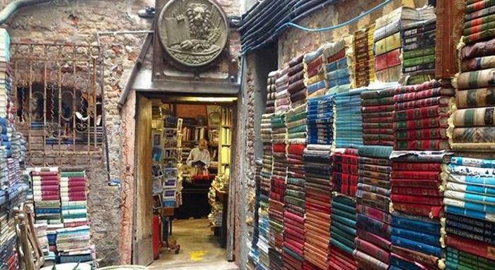 Libreria Aqua Alta, 10 cose da fare a Venezia