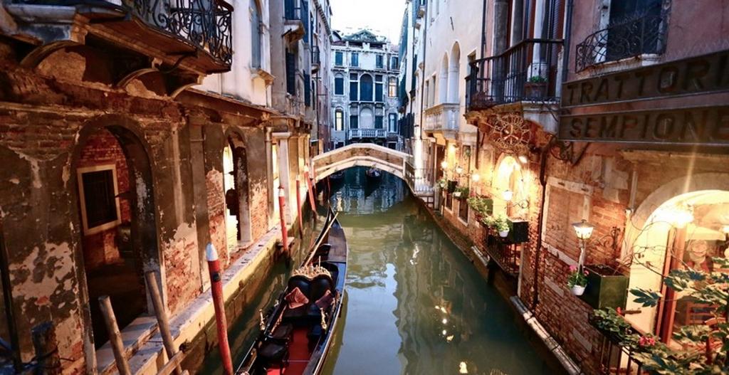 tour canali romantici venezia