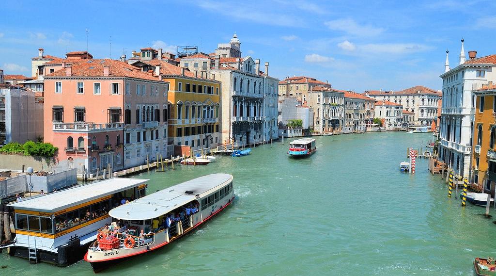 vaporetto mezzo di trasporto a venezia