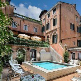 Cortile interno con piscina Hotel Giorgione