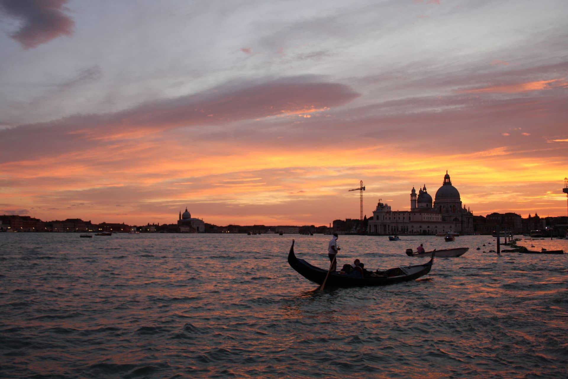 Venezia in coppia al tramonto