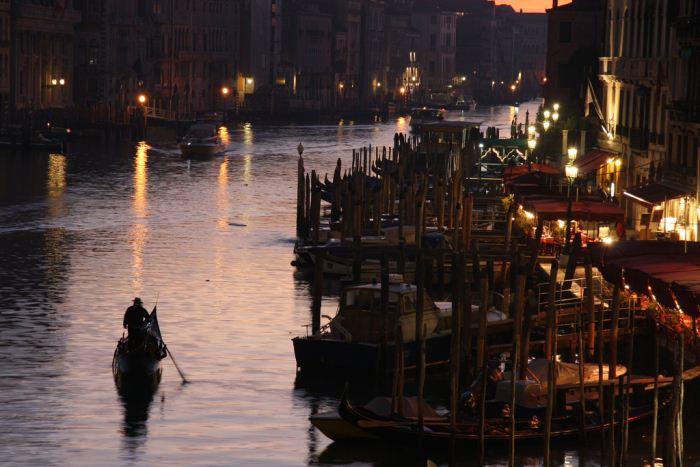 venezia-gondola-sunset-primo-maggio