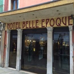 Entrata dell'hotel Belle Epoque a Venezia
